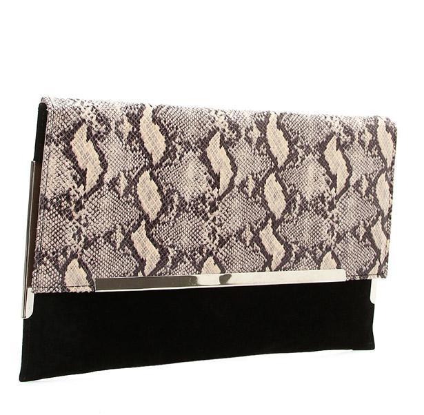 Pantolon ve kazağınızın sadeliğini bu yılan desenli çanta ile hareketlendirebilirsiniz.