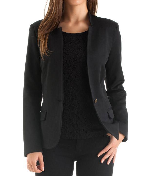 Dar kesimi sayesinde üzerinizde fit bir görünüm sağlayan, sade fakat şıklık yaratan trend blazer ceket.