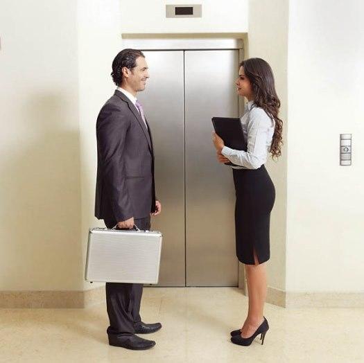 Asansörde karşılaştığınız çekici erkeklerle ya da restorandaki garsonlarla ufak sohbetler edin. Böylece flört becerilerinizi geliştirebilirsiniz.