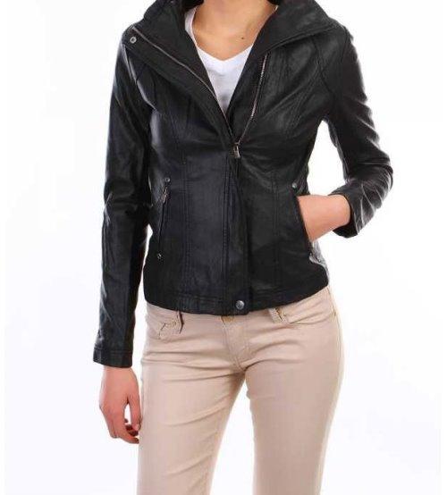 Sizin için seçtiğimiz tişörtle ya da herhangi bir gömlekle rahatça kullanabileceğiniz siyah deri ceket