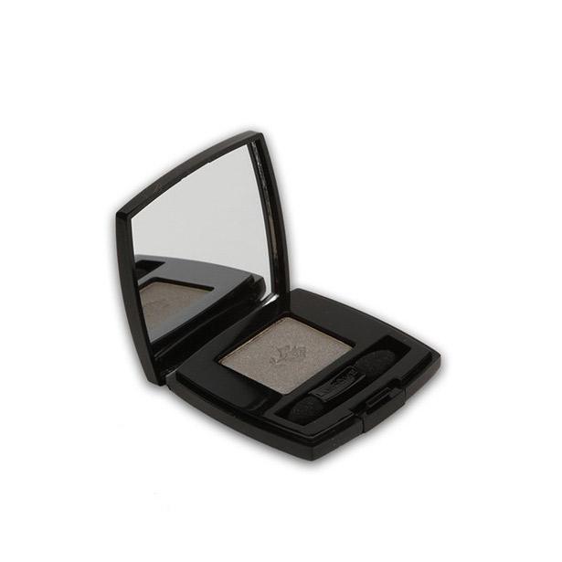 Makyajınızı hem gece, hem de gündüz kullanabilmeniz için siyah far