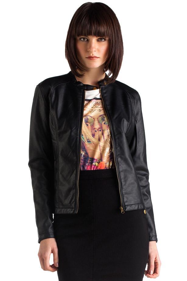 Kazak, gömlek ya da tişörtünüzün üzerine kullanabileceğiniz siyah deri ceket