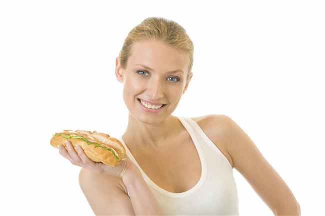 Terazi  Terazi insanlarının metobolizması yavaş çalışır. Baharatlı, soslu, şekerli gıdalara olan düşkünlüğü fazla kilolara sebep olabilir. Sinirlendikleri anda mideleri kazınmaya başlar. Bu nedenle düzenli egzersiz yapmaları şarttır. Vücutlarında asit alkali dengesini korumak için tuzu iyi ayarlamalılar. Sodyum fosfat içeren besinler tüketmeliler. Zararlı maddelerin vücuttan atılmasında önemli rol oynar. Şeker ve karbonhidrat içeren besinlerden uzak durmalılar. (Baklagiller, soğan, et, kestane, havuç, tereyağı, sarımsak)