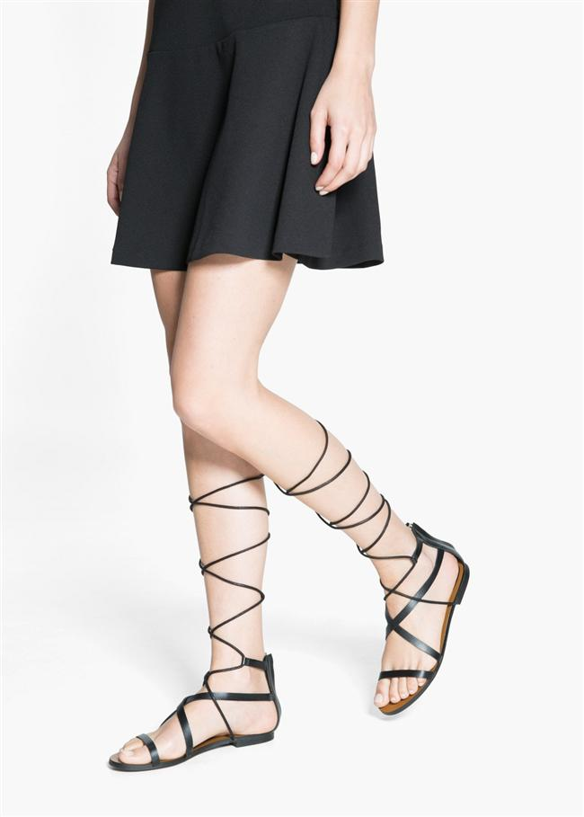İkizler  Çok ayakkabısı olacaktır. Bantlı sandaletleriyle bile çekici olduğunu düşünür. Bağlı ayakkabıları da oldukça sevimli bulacaktır.