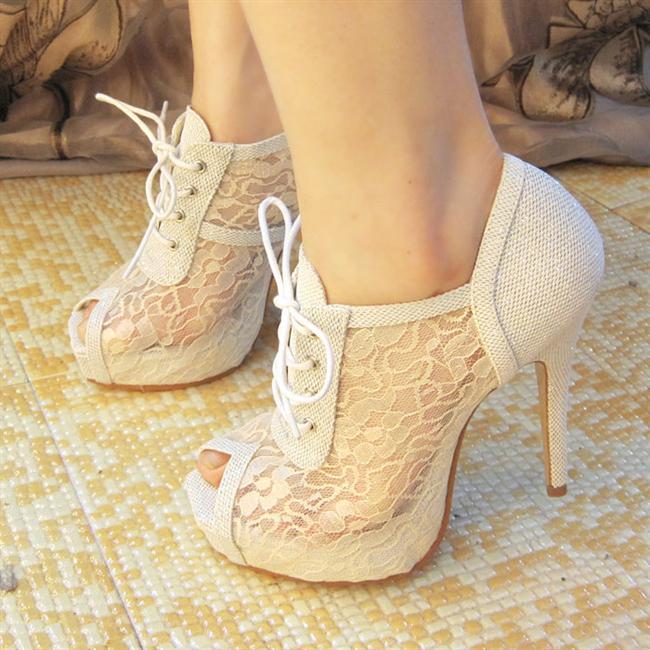 Başak  Göze hoş görünen detaylarla mükemmel olan bir ayakkabı arayacaktır. Lacivert, krem, beyaz gibi renkler Başak insanlarının modaya el atmasıyla favori olmuştur. Ayrıca siyah da onlar için oldukça uygundur. Dantel bir ayakkabı, Başak için çok özel olacaktır.