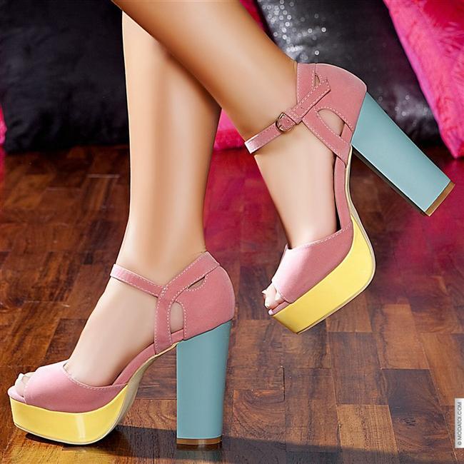 Terazi  Rahatlık ve çekicilik bir arada olduğunda, terazi kadını için ideal olan ayakkabıya ulaşmış olursunuz. Çift renkli ayakkabılar, çekici görünen ama aynı zamanda rahat olan ayakkabılar, onun tercihidir.