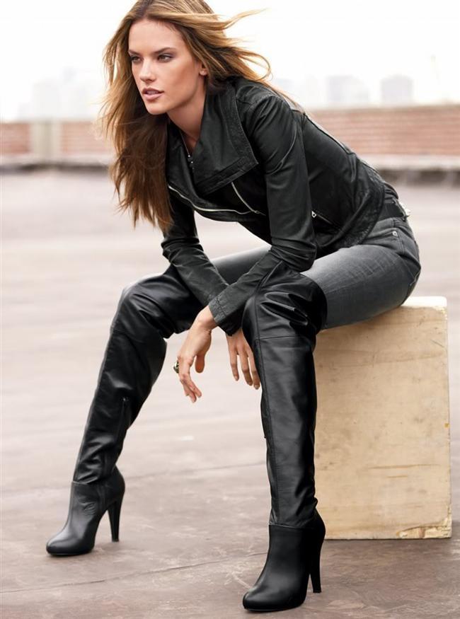 Akrep  Bir ayakkabı ne olursa olsun, önce çekici olsun. Onun dolabında pek çok siyah topuklu ayakkabı bulabilirsiniz. Yüksek topuklu çizmeler, ayakkabılar onun için oldukça iyi seçimlerdir.