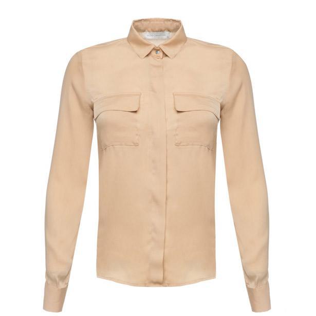 Kahvenin en çok yakıştığı pudra rengi klasik cepli gömlek