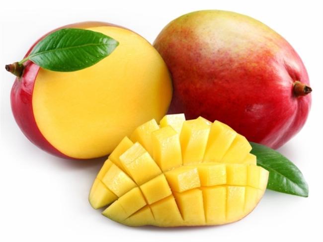 Mango  Bu meyvenin Hint kültüründe 'gizli' bir rolü olduğunu biliyor muydunuz? Hint mitolojisine göre mango ağacı Tanrı'nın yaratılışının bir transformasyonu ve aşkı sembolize ediyor. Mango tropikal ve yarı tropikal ülkelerde yetişiyor. Yüzden fazla çeşidi var; sarı, kırmızı, turuncu, yeşil...
