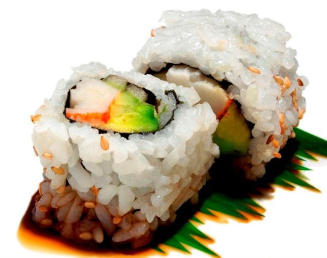 Suşi  Japonya'da bir sanat olarak kabul ediliyor. Bir suşi ustası on yılda şef mertebesine yükseliyor. Bu pirinç ve çiğ balıktan oluşan lezzetli 'rulo'lar, soya soyu, wasabi adı verilen sert hardalı ve zencefille servis ediliyor.