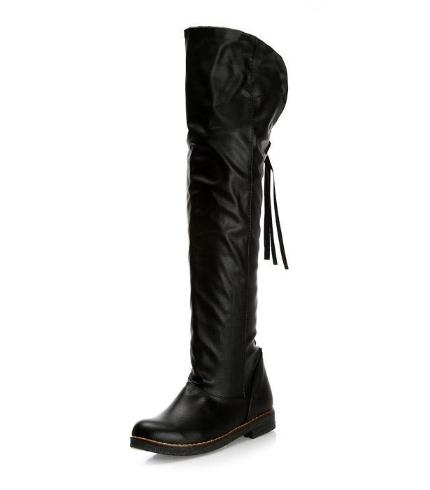 Taytınızın üzerine rahatça kullanabileceğiniz uzun siyah çizme