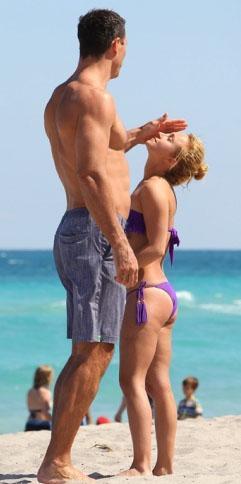 Nişanlısı Vladimir Kliçko ise 1.98 cm boyunda.