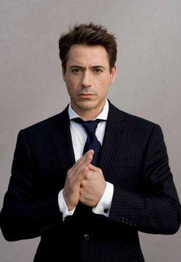Robert Downey Jr. 1.74 cm boyunda.
