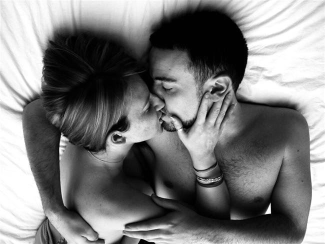 Erkek ve kadın ilişkide belli bir süre sonra birbirinden uzaklaşır. Peki, siz tutkunun ellerinizden kayıp gitmesine izin mi vereceksiniz? Tabii ki hayır! Size vereceğimiz ipuçları, ilişkinizin her zaman ateşli ve seksi olmasını sağlayacak…  Çiftlerin bir süre sonra birbirlerine karşı olan tutkusunun kaybolduğu hiç de öyle büyük bir sır değildir. Çünkü artık birbirinizi etkileme isteğiniz ve tanışma süreciniz geride kalmıştır. Fakat neden sürekli birbirini kışkırtan bir çift olmayasınız?   Bu fikir size de makul geldiyse, ipuçlarını uygulamaya bu akşamdan başlayın!