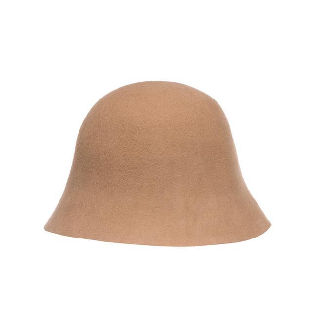 Zarif modeliyle dikkat çeken Cloche şapka, soğuk havalara karşı şık bir siluet getirecek
