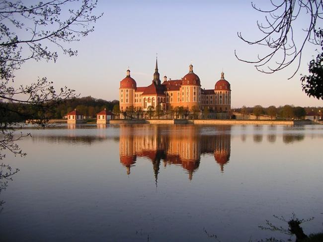 Moritzburg Şatosu  Almanya'nın Saksonya eyaletinde bulunan şato, 1542 1546 yılları arasında Duke Moritz'e av amaçlı inşa edilmiştir. Bulunduğu bölge çevresindeki geniş orman ve göl sayesinde şimdilerde de av için en gözde yerlerdendir.