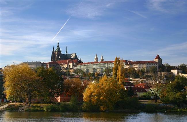 Prag Kalesi  Çek Cumhuriyeti'nin başkenti Prag bulunan kale, Prag'ın en güzel sembolüdür. Dünyanın sayılı büyük kalelerinden biri olan Prag Kalesi, Guiness Rekorlar Kitabı'na dünyanın en büyük antik kalesi olarak adını yazdırmıştır. 570 metre uzunluğa, 130 metre genişliğe sahiptir.