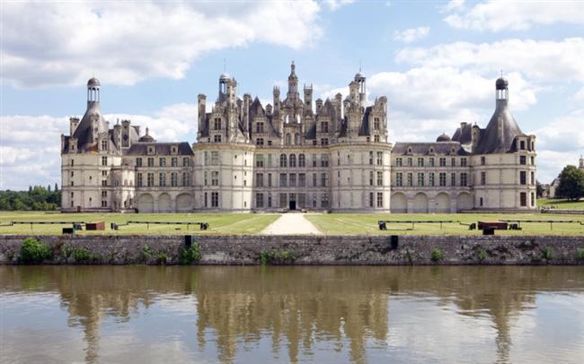 Şato Chambord   Fransa'da bulunan ve Rönesans mimarisinin en güzel örneklerinden olan Château de Chambord (Şato Chambord) I. François'e av köşkü olarak Rönesans döneminde inşa edildi. 2007 yılında halka açılan şato, dünyanın her yerinden yüz binlerce ziyaretçiye ev sahipliği yapıyor.