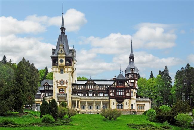 Peles Kalesi  Romanya'da bulunan ve 1873-1883 yılları arasında inşa edilen Peles Kalesi'nin ilk mimarı Wilhelm Dorerer'dir. Ardından Dorere'in asistanı olan Johannes Schultz kalenin mimarlığını üstlenmiştir. Peles Kalesi'ne mimarlık yapan son isim ise; Karel Liman'dır. Kale 1883 yılında açılmış olsa da; Karel Liman, 1893 ve 1914 yılları arasında kalenin eksik olan bölümlerini tamamlamıştır. Kral Carol tarafından ikametgâh olarak kullanılan Peles Kalesi, 7 terasa ve 160 odaya sahiptir. Kral Carol öldükten sonra buraya defnedilmiştir.
