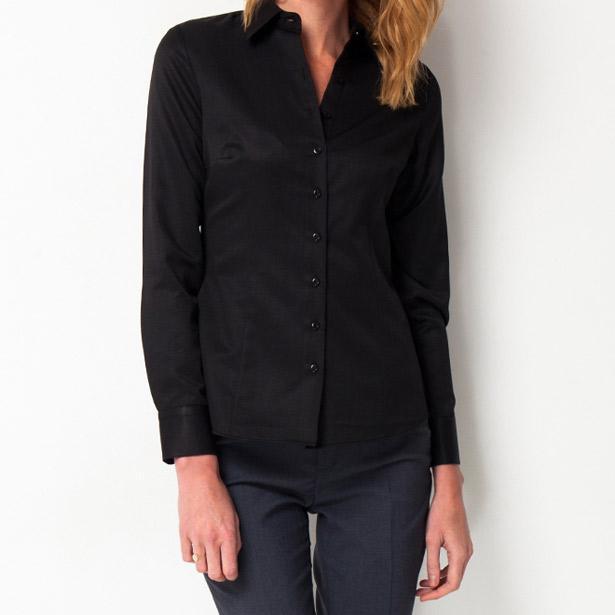 Bluz üzerine rahatlıkla kullanabileceğiniz siyah gömlek