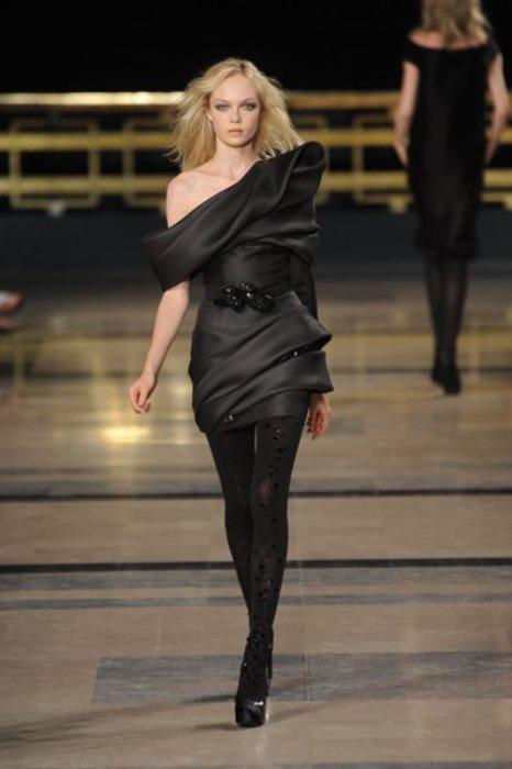 Asimetrik kesimli  mini siyah elbise