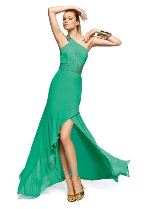 Asimetrik kesimli yeşil elbise