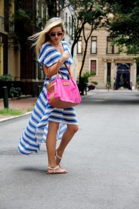 Asimetrik kesimli  salaş mavili beyazlı elbise