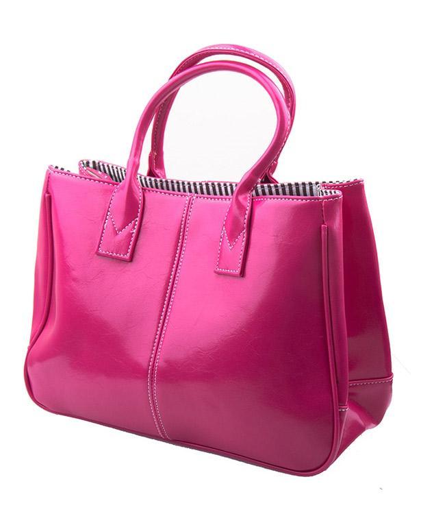 Fuşya rengi bu dikdörtgen çanta stilettolarınızla uyum sağlayacak