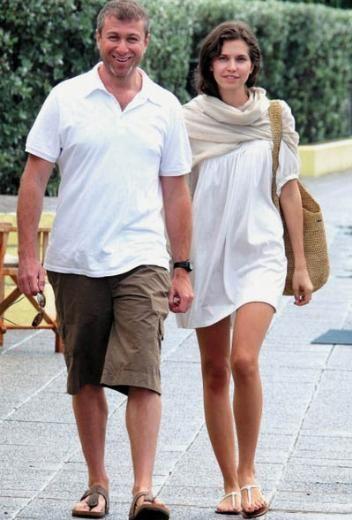 Ünlü işadamı Roman Abramovic 41 yaşındayken o sırada 23 yaşında olan Daria Zhukova uğruna eşini terk etti.