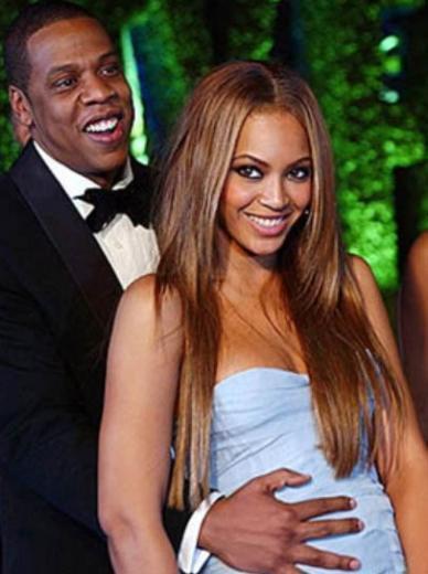 Beyonce ile kocası Jay Z arasında 12 yaş fark var. Beyonce 1981, kocası 1969 doğumlu.