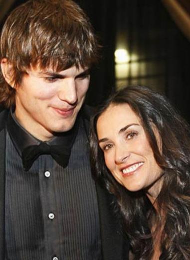 Moore eski eşi Ashton Kutcher ile flört etmeye başladığında 41 yaşındaydı. Kutcher ise o sırada 25 yaşındaşdı.