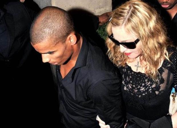 """Magazin medyasının sevgili seçimi nedeniyle """"genç erkek bağımlısı"""" diye nitelendirdiği Madonna'nın bir önceki sevgilisi Brahim Zaibat, 25 yaşında."""