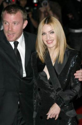 Madonna, eski eşi yönetmen Guy Ritchie'den de 10 yaş büyük.