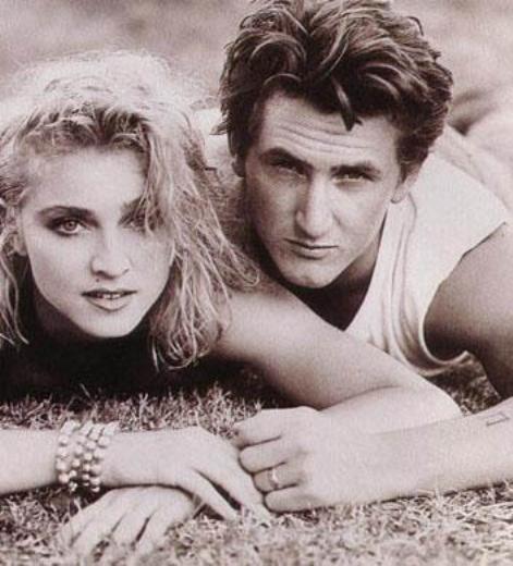 Ünlü şarkıcı yılar önce evlenip boşandığı Sean Penn'den de iki yaş büyüktü.