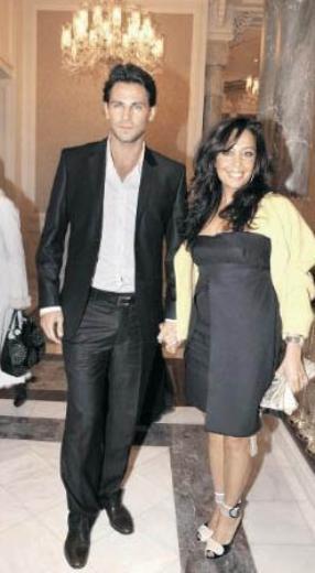 Eski Türkiye güzeli ve Haydarabad Nizamı Bereket Şah'ın eski eşi Manolya Onur, kendisinden 30 yaş genç Can Bozok ile aşk yaşıyor.