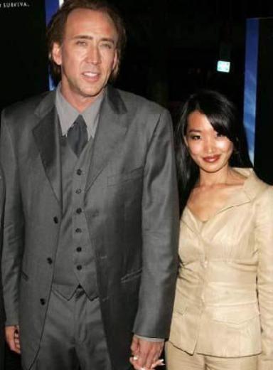 Nicolas Cage'in eşi Alice kendisinden 20 yaş daha genç.