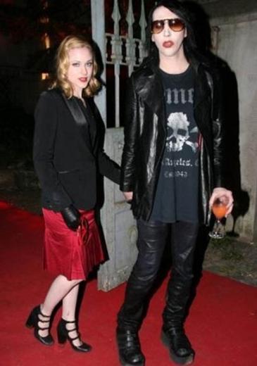 Marilyn Manson bir ara kendisinden 19 yaş küçük Evan Rachel Wood ile aşk yaşadı.