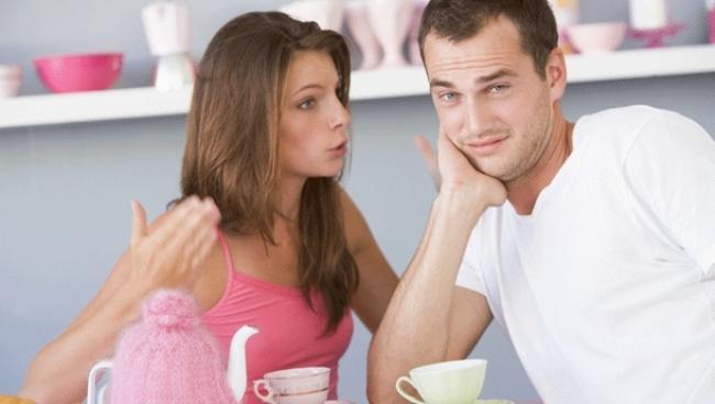 Akrep: Eğer bir akreple ilişkiniz varsa ve o size soğuk davranmaya başlamışsa aman dikkat! Ayrılık günü gelip çatmıştır. Akrep burcu ayrılmadan önce sizi ayrılığa hazırlar. Artık yanınızda kahkaha atmaz, depresif hallere bürünür, soğuk ve kararlıdır. Geçmişle yaşamayacağını size anlatmak sizi terk etmek istemez. Çünkü en tahammül edemeyeceği bir şey, geçmişten bir kadının gelecekte hortlayıp karşısına çıkmasıdır. Bunun için tüm koşulları sağlar ve sizi ondan sonra terk ediyor.