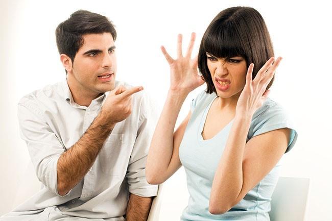 Yay: Yay burcu gaddardır, ayrılırken sanki sevgilisini değil kanlı bıçaklı düşmanını yok ediyormuşçasına iştahlı cümleler kuruyor. Sizin zavallı olduğunuza sizi inandırıyor. Onun için; onun kuralları, onun hayatı, onun merakı vardır. Bu ilişkiyi tek başına sırtlanmış gibi davranması çok normaldir. Sizi terk ederken yeniden onu arzulayacağınıza çok emindir, bu yüzden sizi üzmekten, size hakaret etmekten çekinmez.