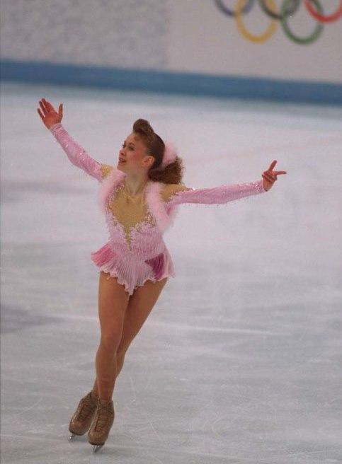 Oksana Serhiyivna Baiul-Ukrayna  1993'te daha 15 yaşında iken Dünya şampiyonasınıda kazanmıştır. 16 yaşında ise Olimpiyat Şampiyonu olmuştur.