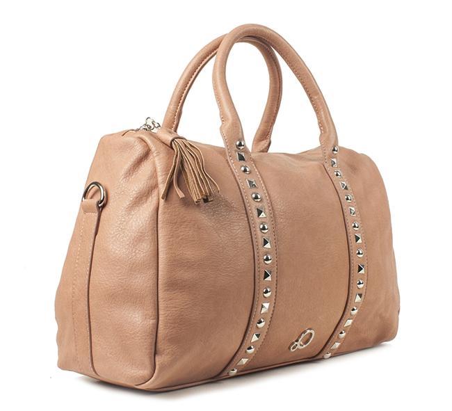 Gömleğinizle uyum sağlayacak bu çanta ile görünümünüze hareket kazandırın