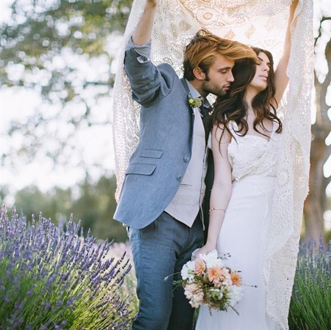 Terazi  15 kişinin davetli olduğu sahil kasabasında gerçekleşen sakin, sıcak ve samimi bir düğün...  Hayalindeki balayı: İtalyan tarzı evlerde şampanyalı brunchla geçirilen bir balayı Terazi kadınına göredir.  Düğün hediyesi: Terazi kadınına düğün hediyesi olarak çiçek veya kartpostal gönderin. Hediye yerine bağışta bulunabilir ve bunu bilmesini sağlayabilirsiniz.  Sizi ne bekliyor: Terazi kadını bir kere sizinle ilgilenmeye karar verdiyse, hak ettiğinizden daha nazik olur. Evin bütçesi ve paranın nasıl kazanıldığıyla ilgilenmez.
