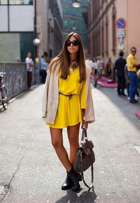 Balık  Romantizmi doruklarda yaşayan Balık kadını, bu baharın modası sarı renkli elbise ve siyah ayakkabıyla şıklığına şıklık katabilir.