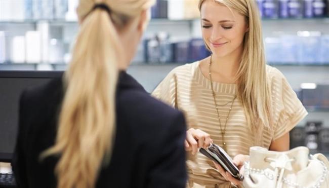 2- Satın alma  Kadınsal cazibe her zaman satışı arttırabilir. Mağaza sahiplerinin çekici kadınları işe almak istemesindeki en büyük pay da bundan kaynaklanır. Amaç karı arttırmaktır. Büyük şirketlerin satın alma departmanlarında çalışan ve şirketlerinin yüzünü güldüren kadınlar bu alandaki başarılarını ortaya koymuştur.