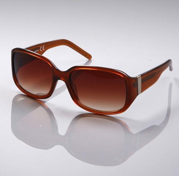 Stilinize hava katacak kemik güneş gözlüğü