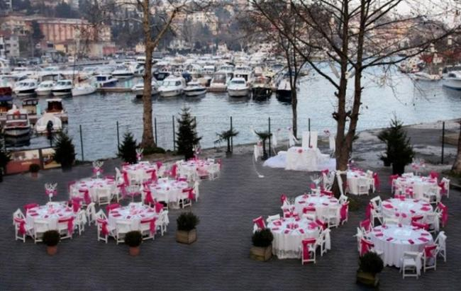 Marine Garden İstinye  Adres: İstinye Caddesi No:5 Eski Tersane Girişi İstinye-Sarıyer-İstanbul   Telefon Numarası: 0 212 277 55 73