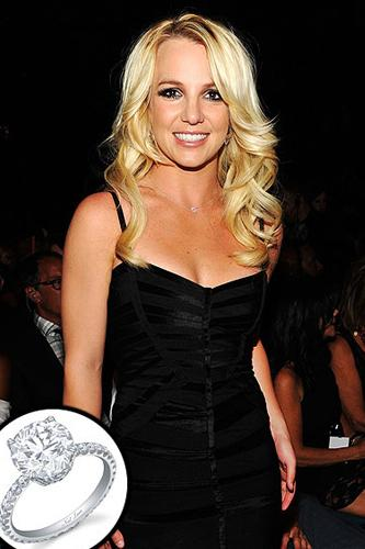 Britney Spears   Britney'in ilk nişan yüzüğü 2004 yılında Kevin Federline'den geldi.  Britneyin yüzüğüyse beş karat!