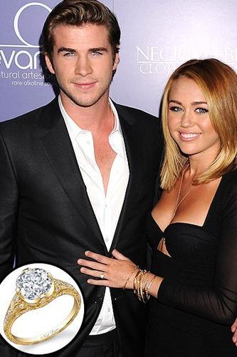 Miley Cyrus  Miley, Haziran ayında Liam Hemsworth ile nişanlandı.  Neil Lane, evlenme teklifini  3.5 karatlık bu elmas yüzük ile etti. Çiftimiz ne yazık ki, ayrıldı.