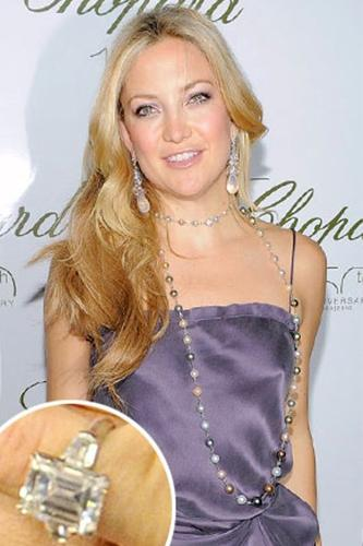 Kate Hudson  Matthew Bellamy ile nişanlı olan Kate'in yüzüğü 200.000$ değerinde zümrüt kesim bir elmas.
