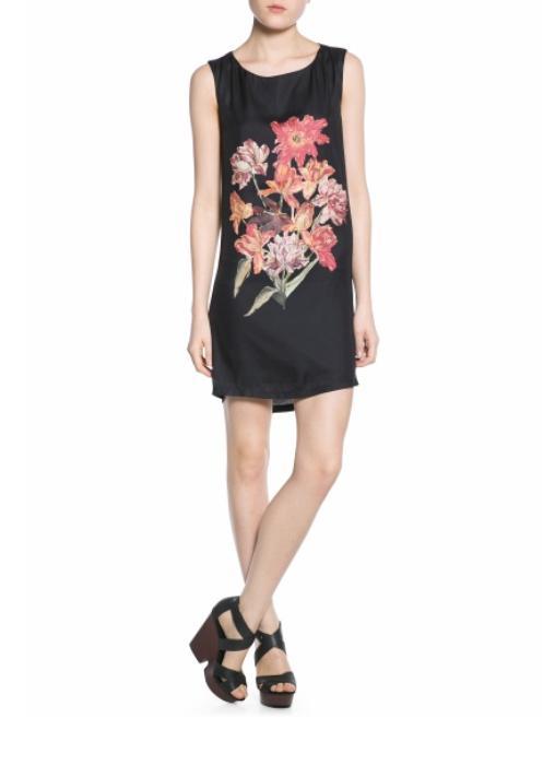 Mango 2014 ilkbahar ve yaz sezonu elbiseleri bu yıl birbirinden şık tasarım ve reklerde karşımıza çıkıyor. Bu yıl gündüz elbiselerimizde satenler ve şifonlar ön plandayken, gece kıyafetlerimizi ise pullak ve payetler süsleyecek.  Çiçek desenli elbise: 119.99 TL  Burcunur YILMAZ